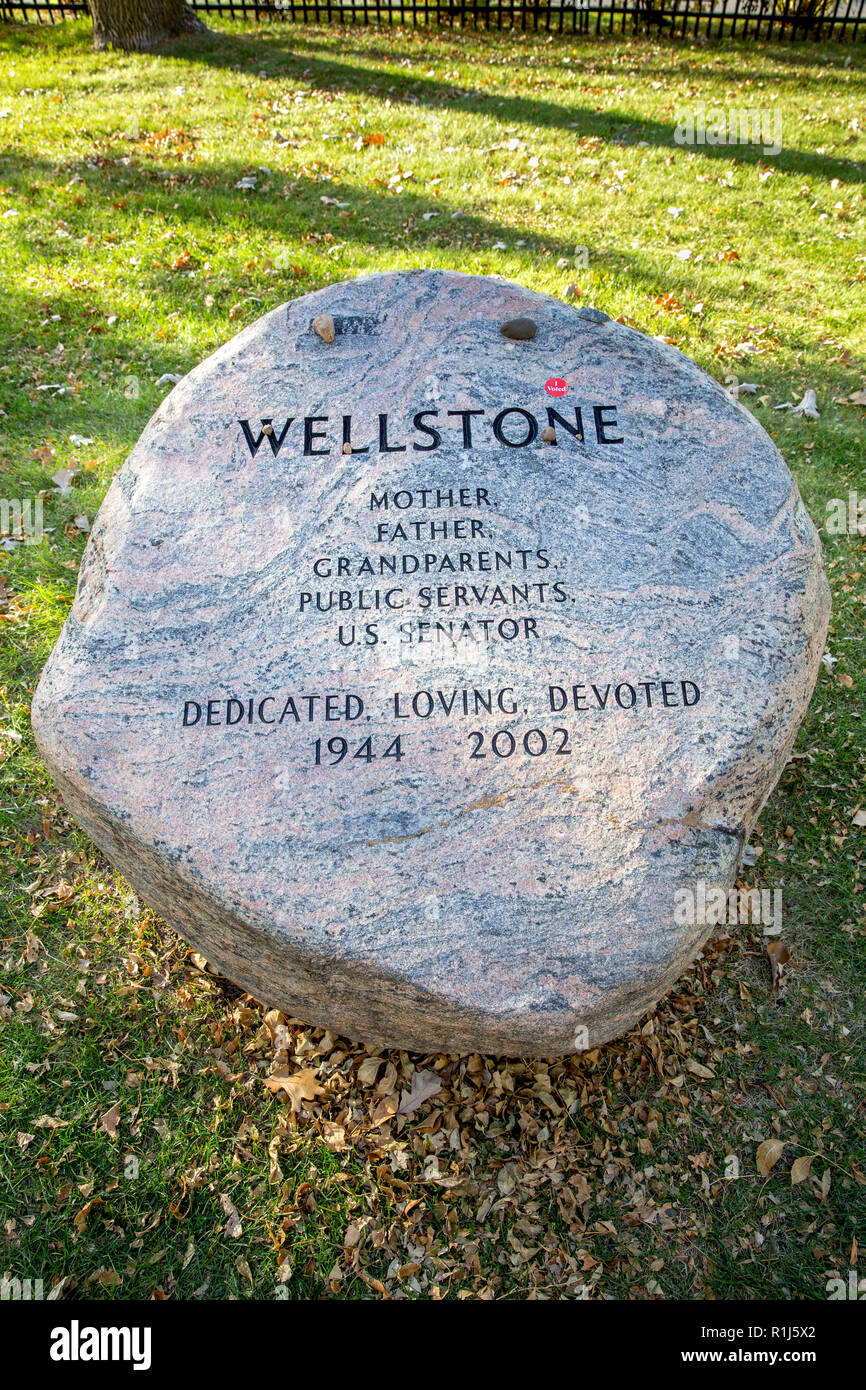 Paul and Sheila Wellstone tombstone with a red I Voted sticker on the monument in the Lakewood Cemetery in Minneapolis, Minnesota - Stock Image