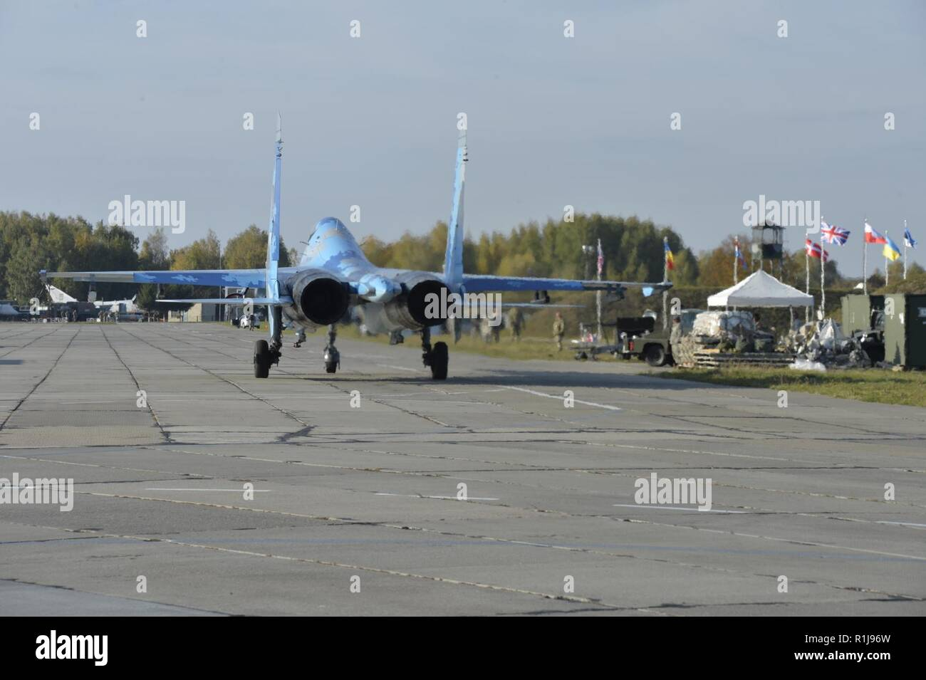 A Sukhoi Su-27 Flanker taxis down the flight line during the first day of flying for exercise Clear Sky 2018 at Starokostiantyniv Air Base, Ukraine, Oct. 9. The exercise promotes regional stability and security, while strengthening partner capabilities and fostering trust. - Stock Image