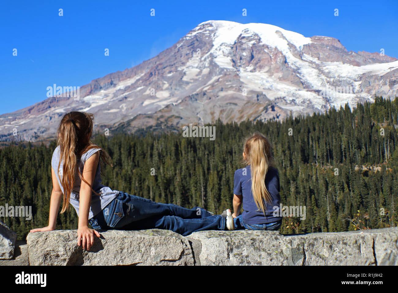 Two children enjoying the amazing view of Mount Rainier - Stock Image