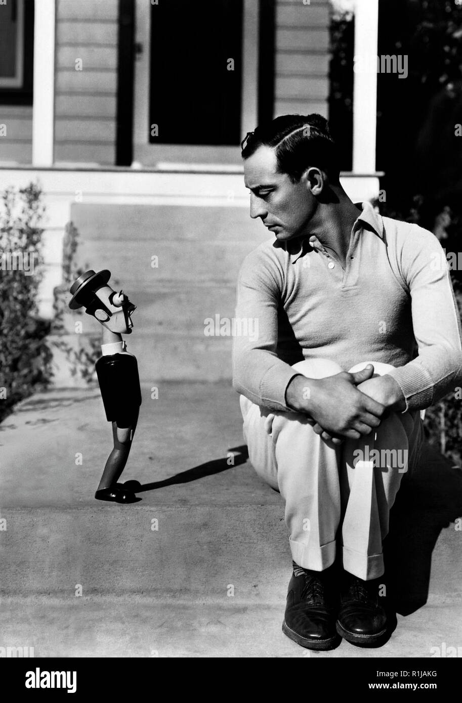 17th December 1930: American silent screen comedian and actor Buster Keaton (1895-1966), known as 'The King of Deadpan' sits beside a model resembling himself. Credit: Hollywood Photo Archive / MediaPunch - Stock Image