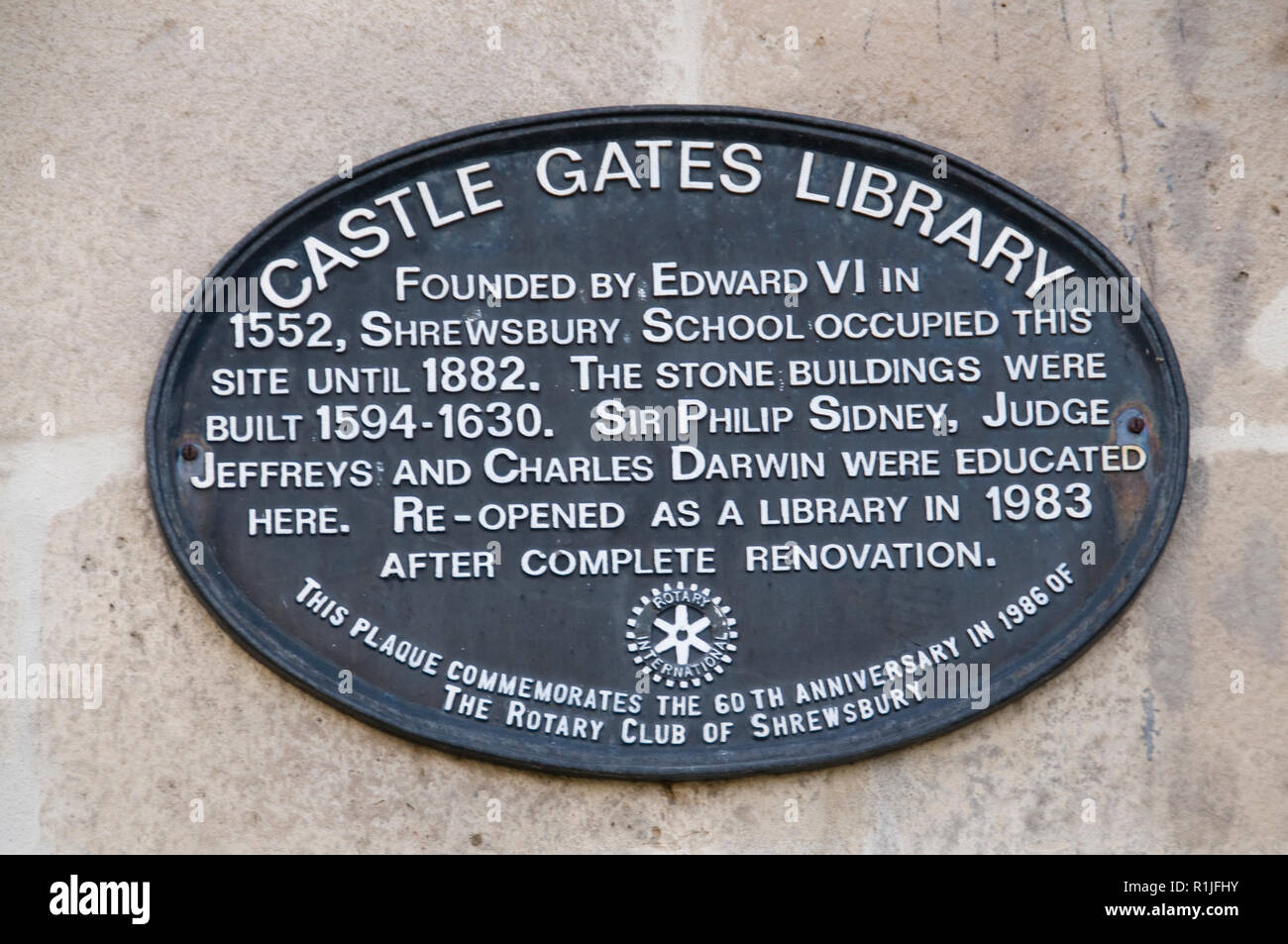 A plaque on the wall of the Castle Gates Library in Shrewsbury, Shropshire, Britain.   Sir Philip Sidney, Judge Jeffreys and Charles Darwin were educa - Stock Image