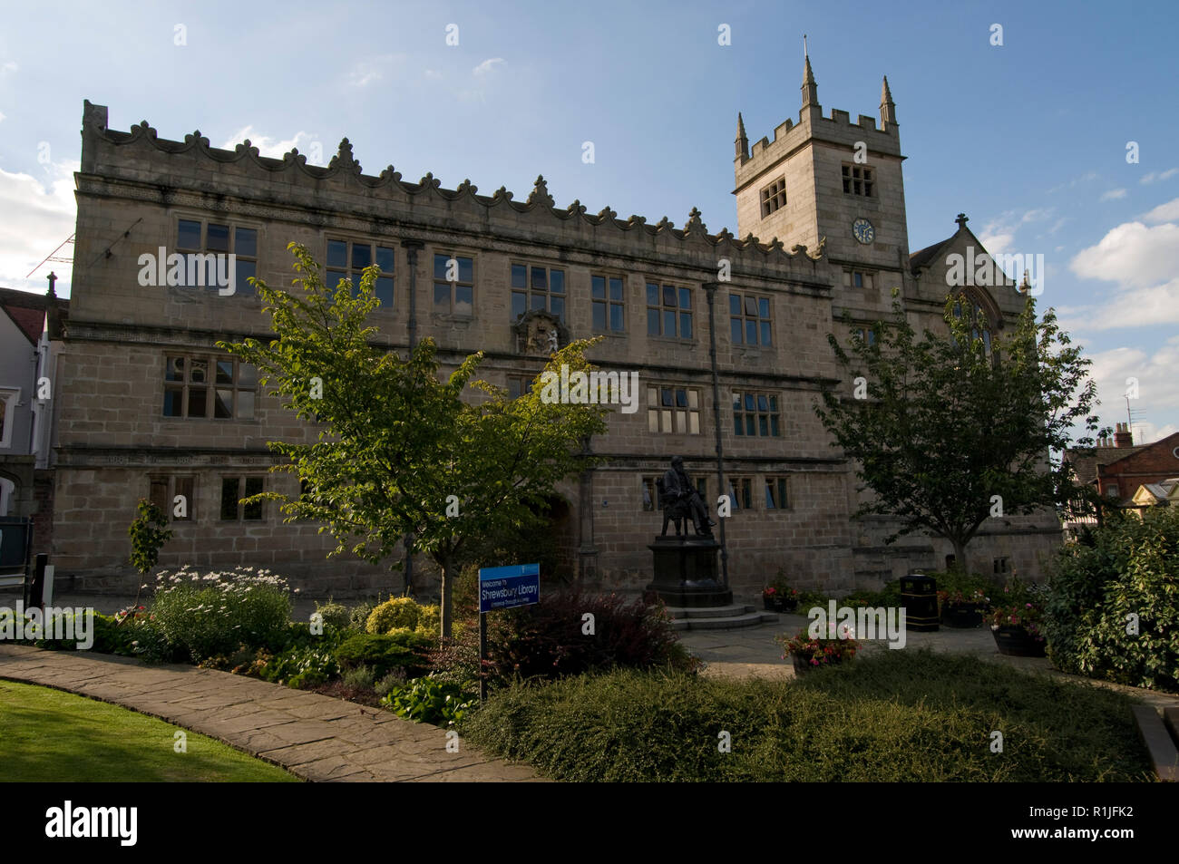 The Castle Gates Library in Shrewsbury, Shropshire, Britain.   Sir Philip Sidney, Judge Jeffreys and Charles Darwin were educated here when it was a s - Stock Image