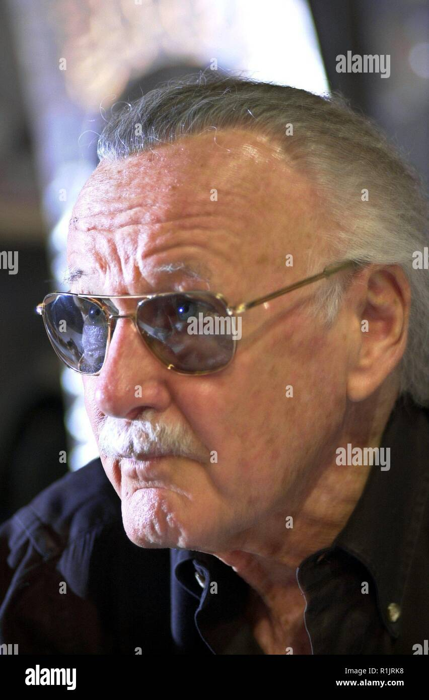 Los Angeles, California, USA. 13th May, 2004. (dpa) - Stan Lee, comic legend of Marvel publishing house, pictured during an autographing session at the 'Electronic Entertainment Expo' (E3), trade fair for video and computer games, in Los Angeles, California, USA, 13 May 2004. Lee is the creator of known comic heros such as 'Spider-Man', 'X-Men', 'The Hulk', 'The Fantastic Four' and 'Daredevil'. | usage worldwide Credit: dpa/Alamy Live News Stock Photo