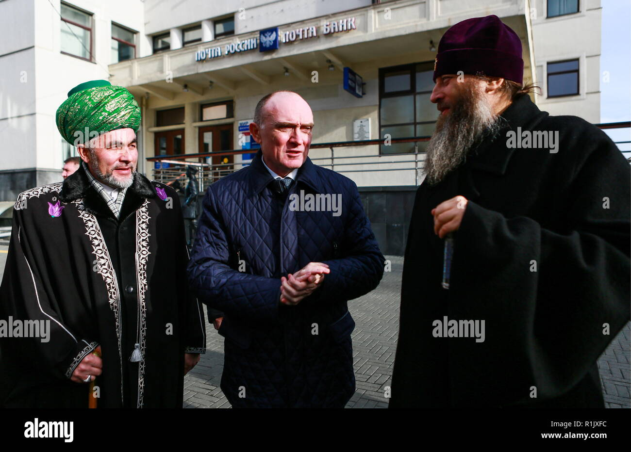 Chelyabinsk, Russia. 04th Nov, 2018. CHELYABINSK, RUSSIA - NOVEMBER 4, 2018: The Mufti of Chelyabinsk Region and Kurgan Region Rinat Rayev (L), the Governor of Chlyabinsk Region Boris Dubrovsky (C), and Russian Orthodox Metropolitan Nikodim of Chelyabinsk and Miass during a celebration marking National Unity Day. Nail Fattakhov/TASS Credit: ITAR-TASS News Agency/Alamy Live News - Stock Image