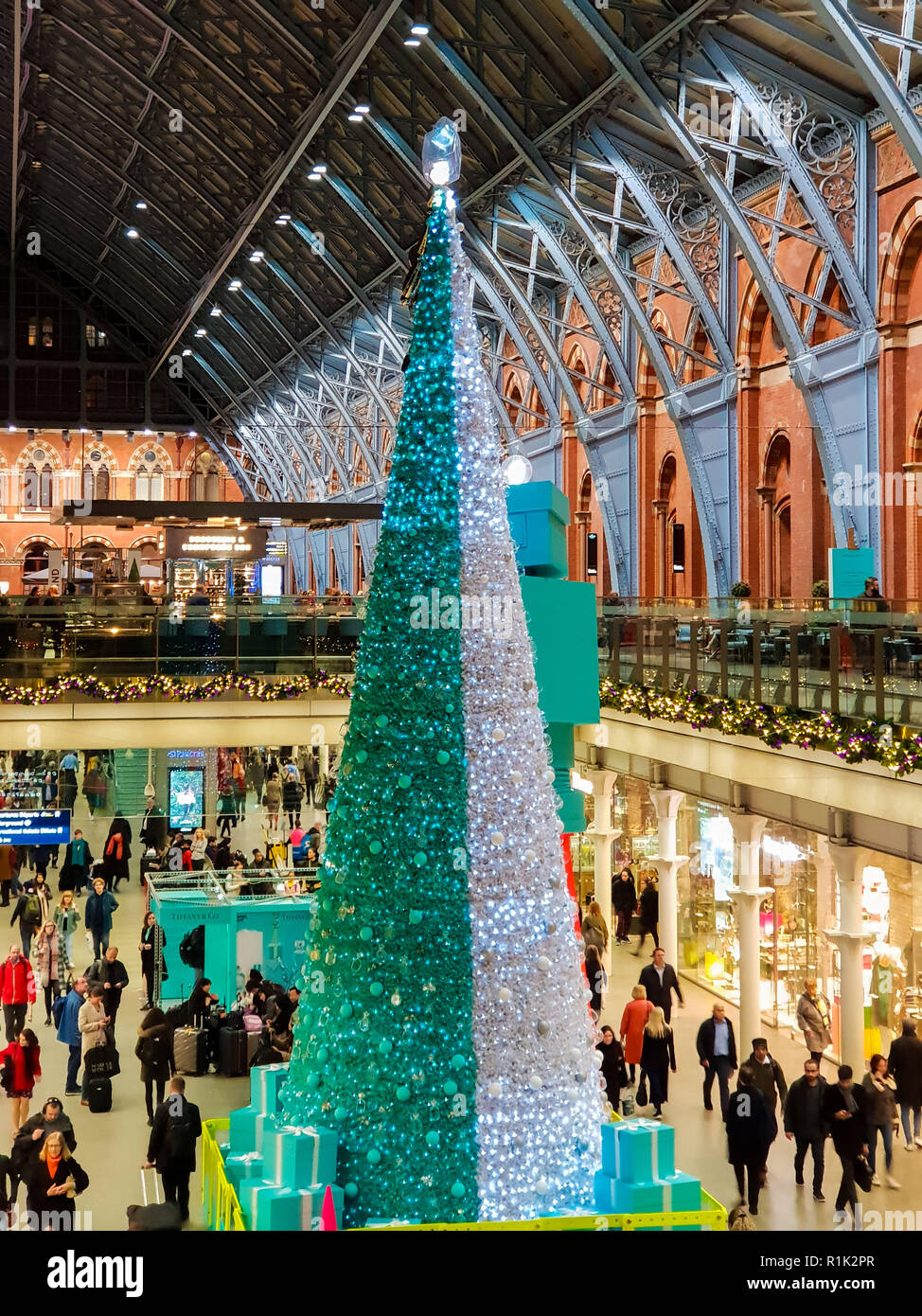 St Pancras International Station London Uk 13th November 2018 The St Pancras Christmas Tree Is A 43 Foot Tree Decorated With 600 Replica Bottles Of The Jewellery Houses S Signature Eau De Parfum Fragrance
