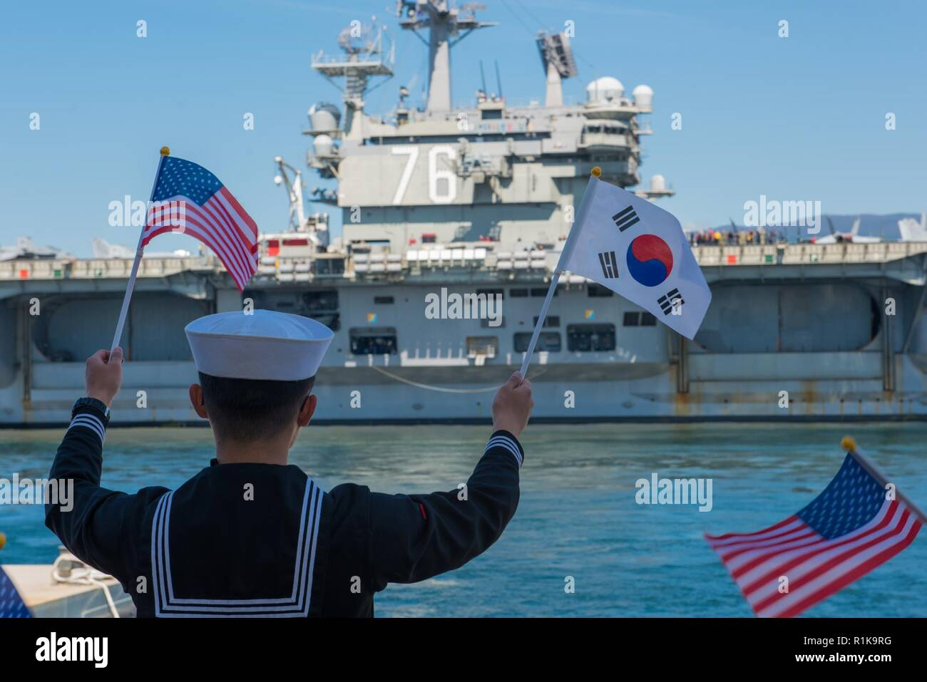 JEJU ISLAND, Republic of Korea, (Oct. 12, 2018) The nimitz-class nuclear-powered aircraft carrier USS Ronald Reagan (CVN 76) pulls in to port at the Republic of Korea (ROK) Navy base in Jeju. Ronald Reagan is forward-deployed to the U.S. 7th Fleet area of operations in support of security and stability in the Indo-Pacific region. Stock Photo