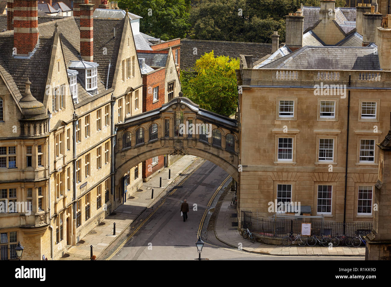 The Hertford bridge or the Bridge of Sighs  over the New college line as seen from the cupola of the Sheldonian Theatre. Oxford University. Oxford. En - Stock Image