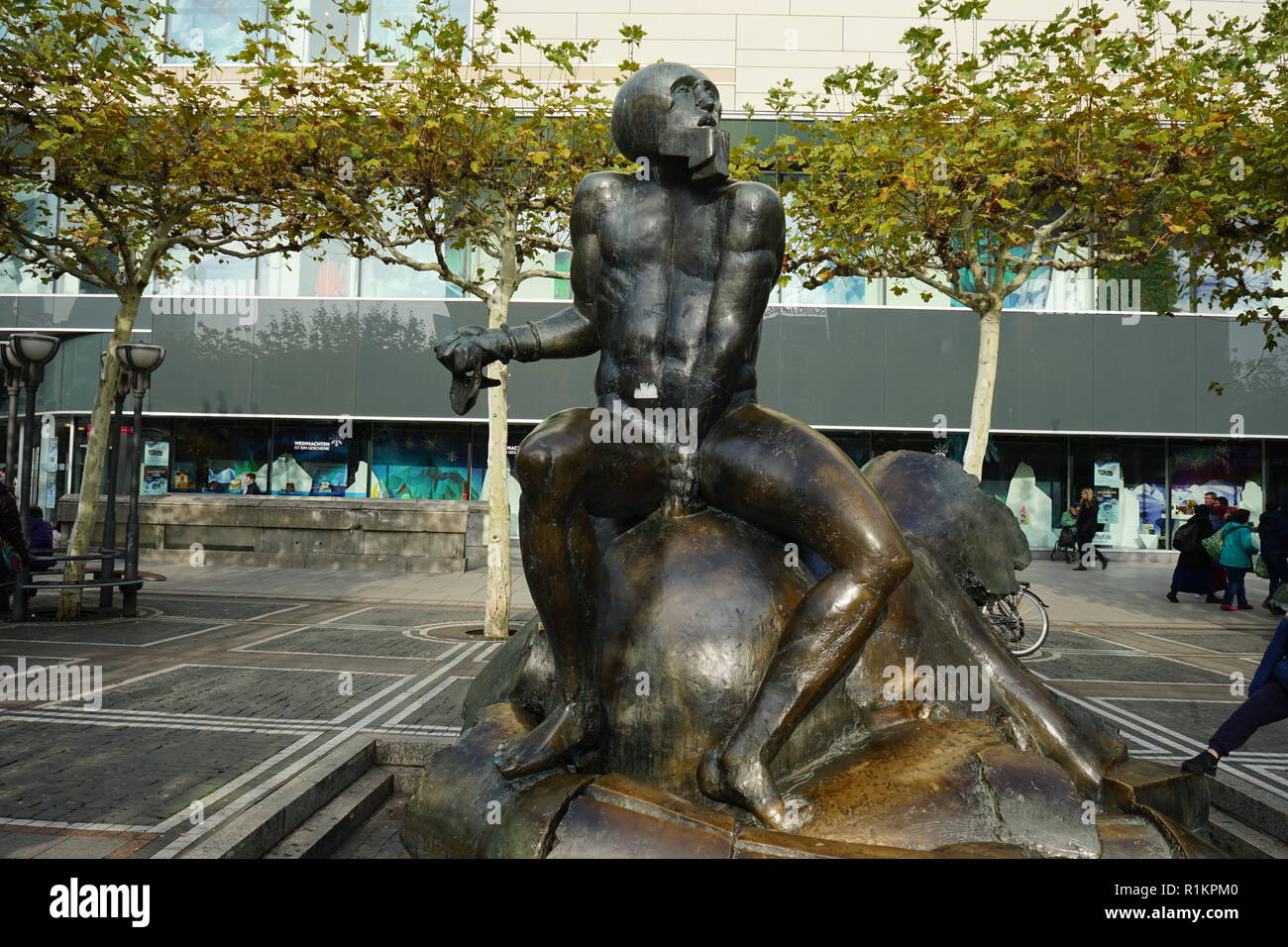 Skulptur David und Goliath von Richard Heß (David and Goliath sculpture by Richard Heß),  Fußgängerzone der Zeil, Innenstadt, Frankfurt am Main - Stock Image