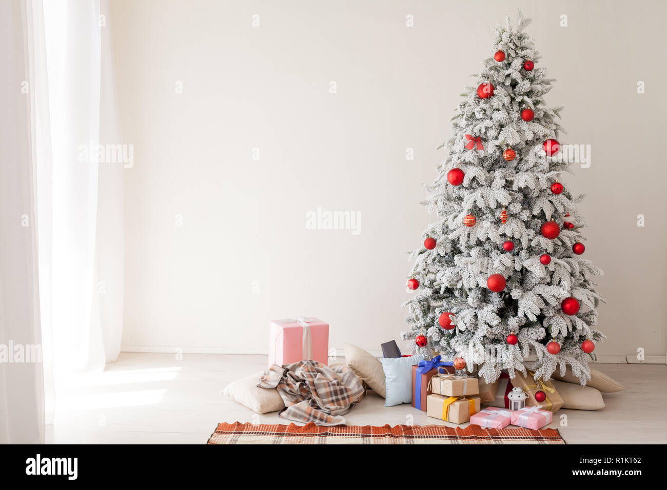 Christmas Holidays Pictures.New Year Winter Christmas Holidays Christmas Tree Background