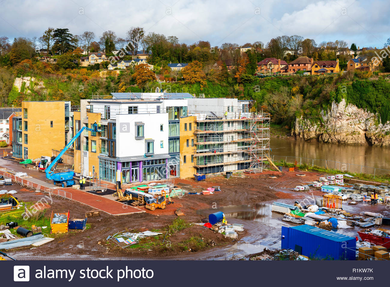 Severn Quay luxury new apartments in Chepstow, Wales, UK. Building site next to the river Wye. - Stock Image