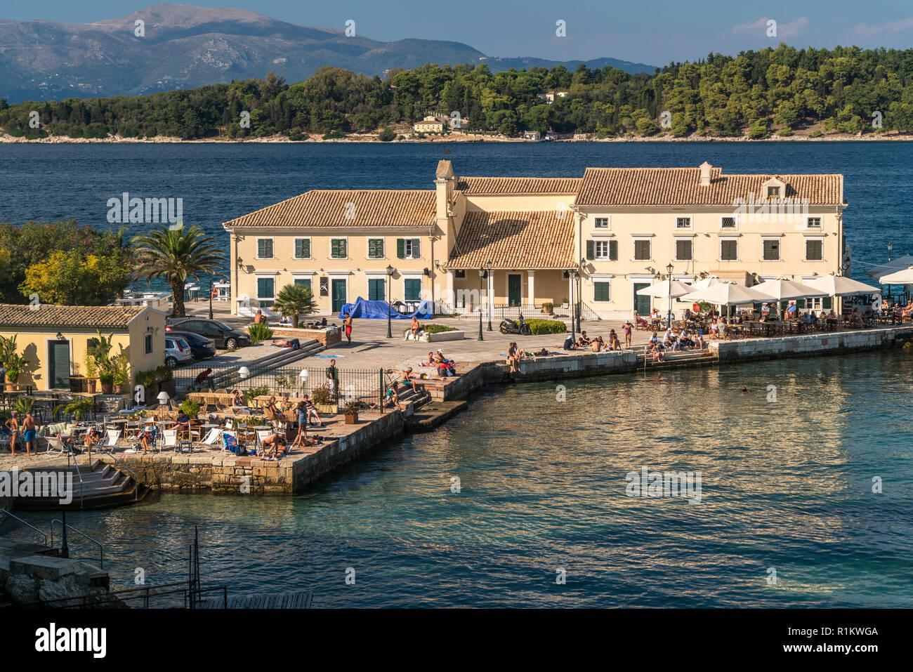 Faliraki Beach in Korfu Stadt, Kerkyra, Griechenland, Europa |  Faliraki Beach in Corfu town, Greece, Europe - Stock Image