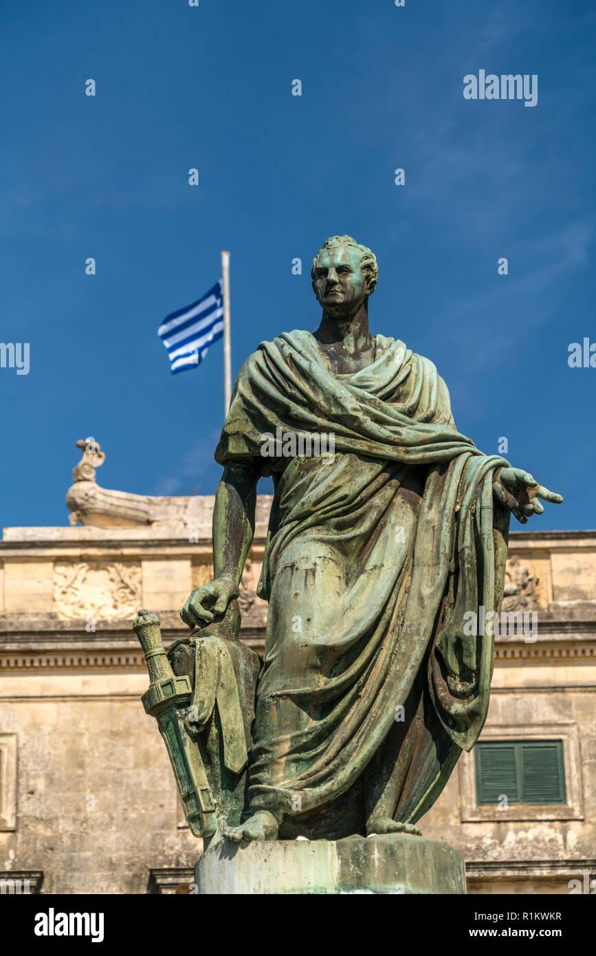 Hadrian Skulptur vor dem Palast von St. Michael und St. George / Museum für Asiatische Kunst in Korfu Stadt,  Insel Korfu, Griechenland,  Europa | Had - Stock Image