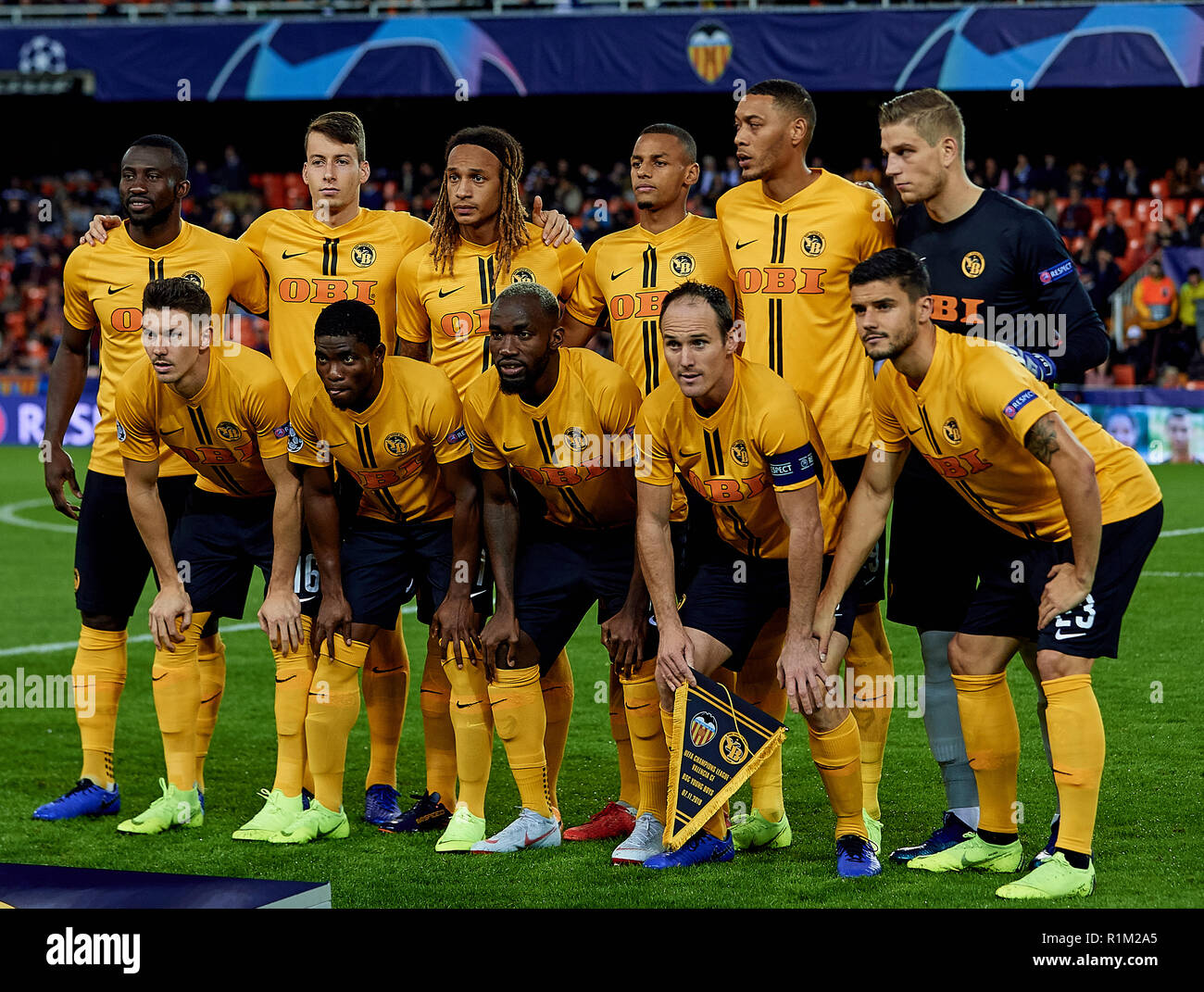 Liga Prvaka 19/20 - Page 2 Valencia-spain-november-07-bsc-young-boys-team-line-up-prior-to-the-group-h-match-of-the-uefa-champions-league-between-valencia-and-bsc-young-boys-at-estadio-mestalla-on-november-7-2018-in-valencia-spain-david-aliagamb-media-R1M2A5