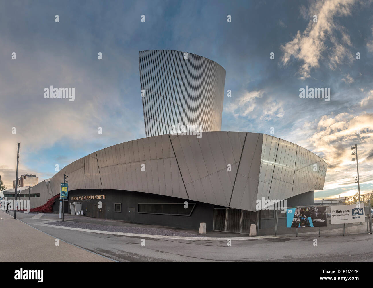 Imperial War Museum North. - Stock Image