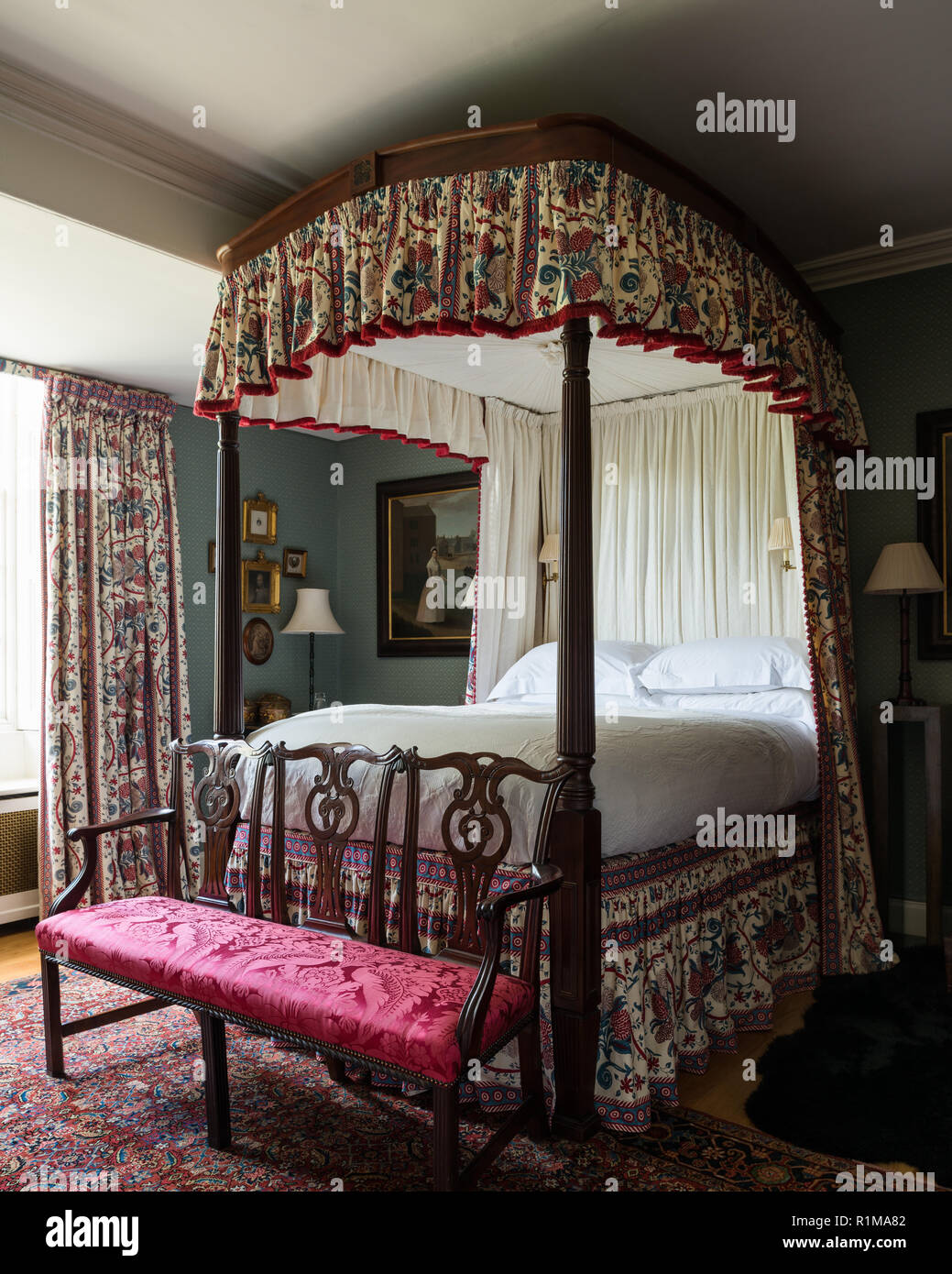 Canopy Bed In Victorian Style Bedroom Stock Photo Alamy