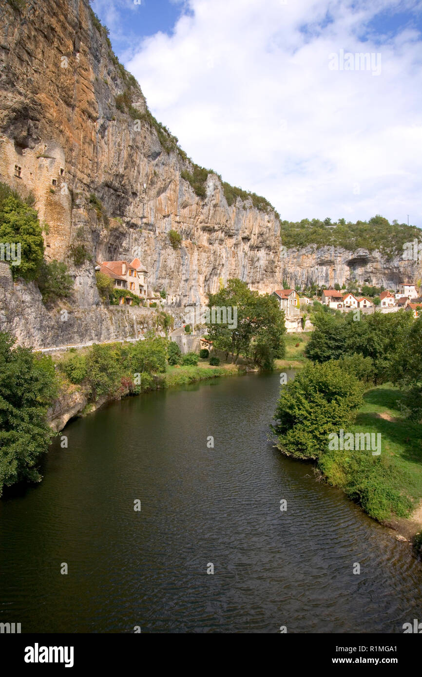 France, Quercy, Lot, quaint village houses built on the cliff above the River Cele at Cabrerets - Stock Image