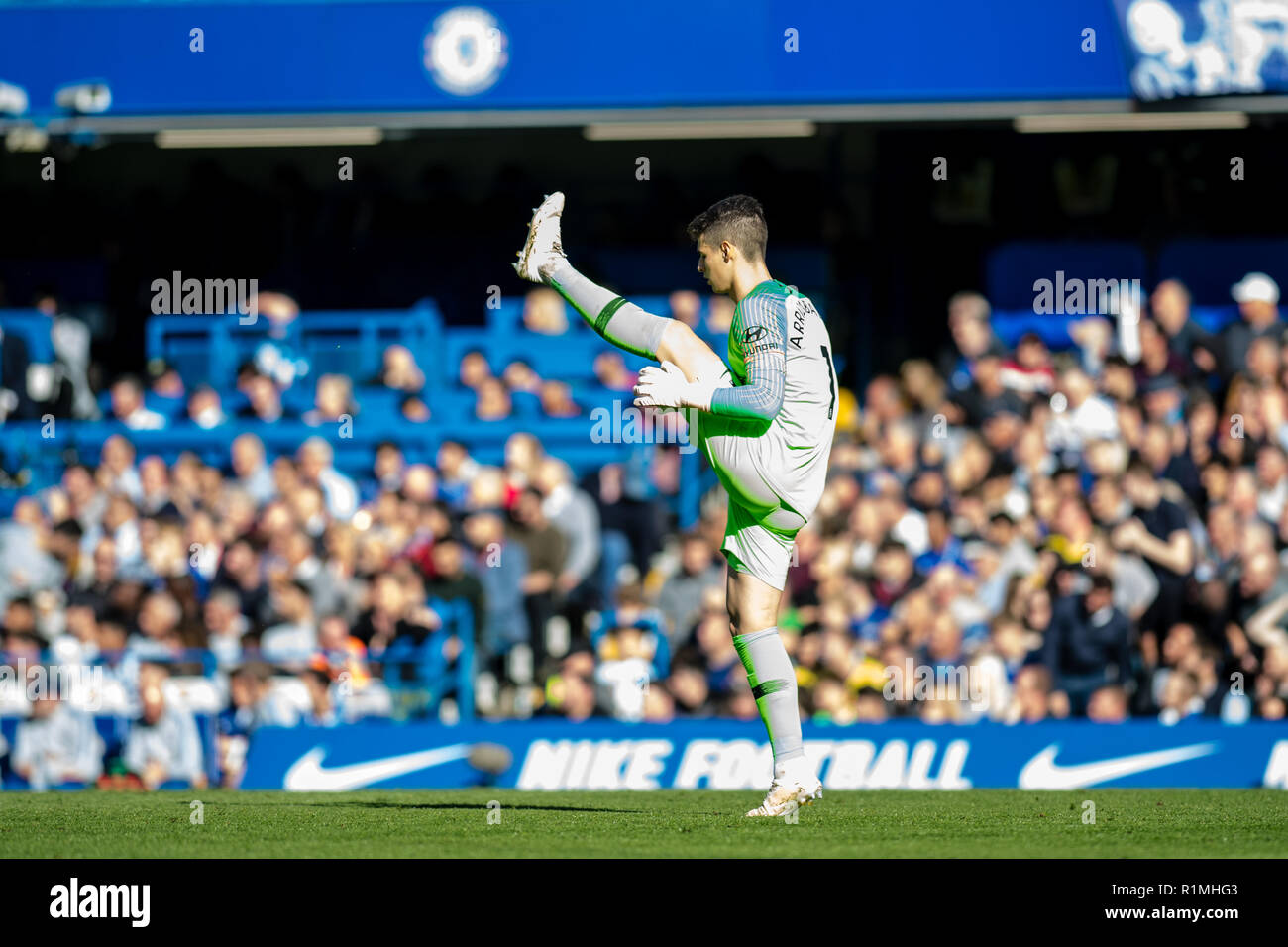 LONDON, ENGLAND - OCTOBER 20: Kepa Arrizabalaga of Chelsea FC during the Premier League match between Chelsea FC and Manchester United at Stamford Bridge on October 20, 2018 in London, United Kingdom. (Photo by Sebastian Frej/MB Media/Getty Images) - Stock Image