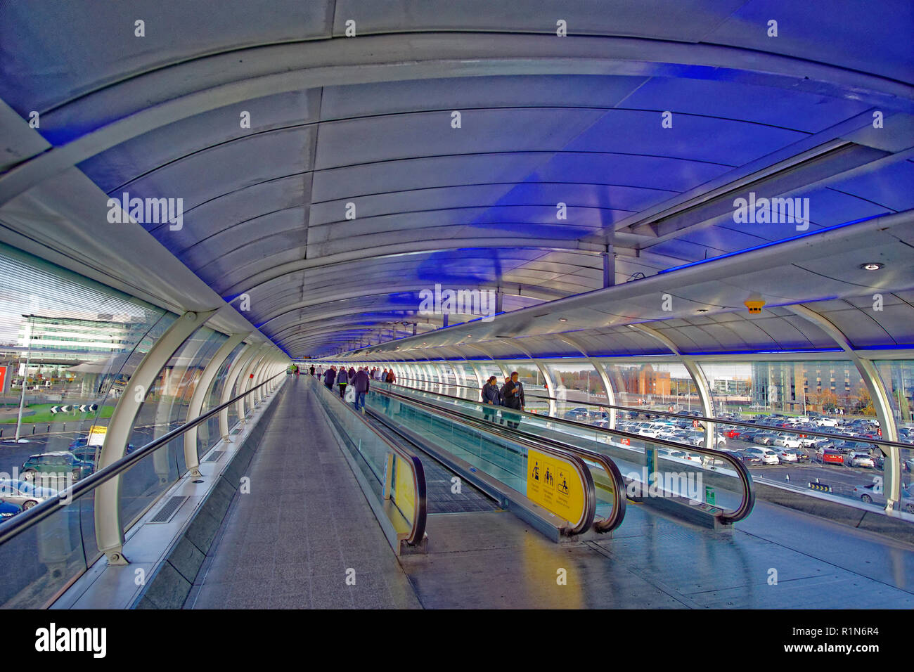 Inter-terminal walkway at Manchester Airport, Ringway, Greater Manchester, England. UK. - Stock Image