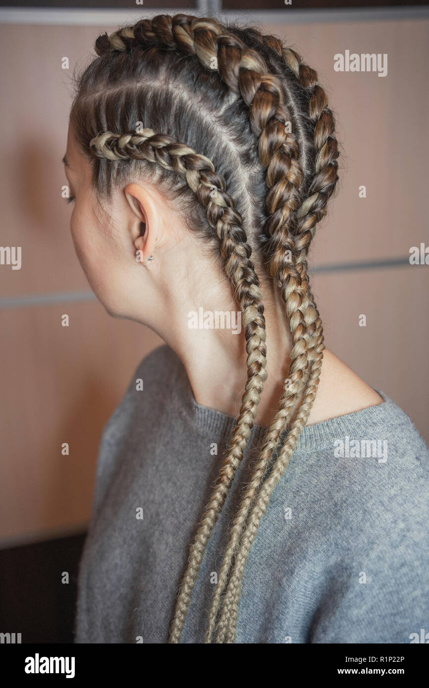 African Braiding Hair High Resolution Stock Photography And Images Alamy