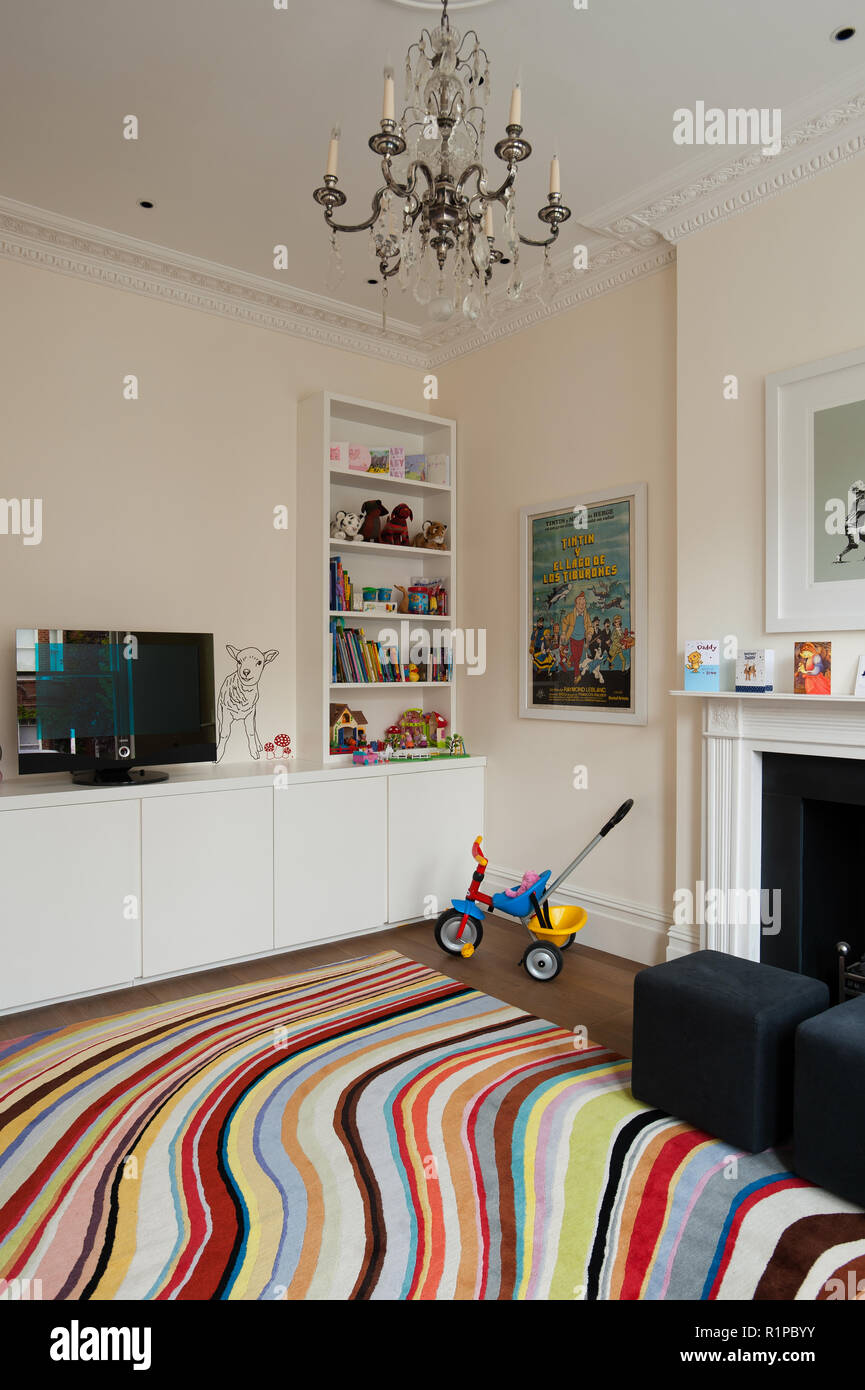 Colorful rug in modern living room - Stock Image