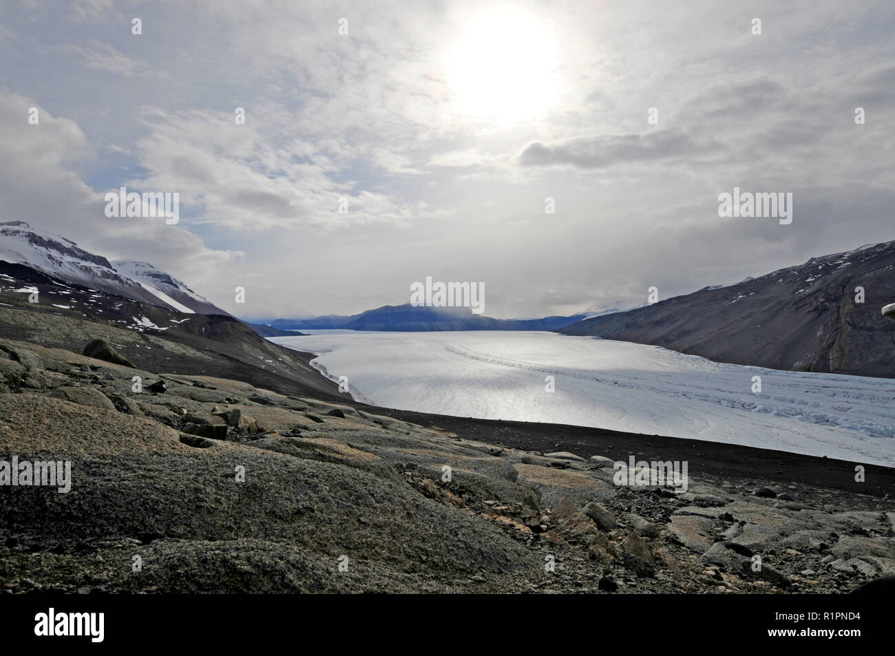 Taylor Valley, McMurdo Dry Valleys, Antarctica, showing the part of Taylor Glacier where a subglacial lake is the source of Blood Falls - Stock Image