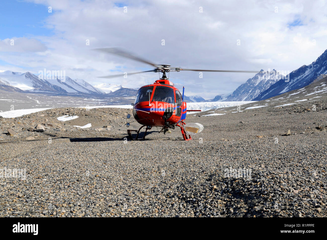 Helicopter landed in Taylor Valley, McMurdo Dry Valleys, Antarctica, picking up scientists for research - Stock Image