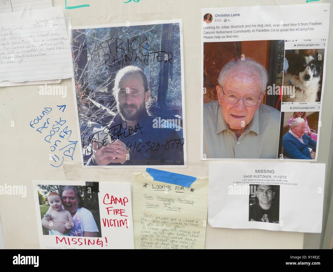 Chico, USA. 13th Nov, 2018. A bulletin board with missing persons reports in front of an emergency shelter in Chico, a neighboring town of Paradise. 50,000 people had to leave the danger zone, more than 1300 are scattered in emergency shelters, in many places there is no mobile phone reception. It's chaos. (to dpa 'Paradise as hell on earth - 'Will create a new church' of 14.11.2018) Credit: Barbara Munker/dpa/Alamy Live News - Stock Image