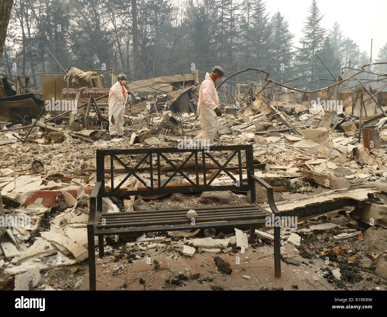 Paradise, USA. 13th Nov, 2018. Rescue workers search the burned rubble of a burned nursing home. Paradise has become a ghost town. Only fire engines and fire engines drive through the spooky landscape. Residents are not allowed to return for the time being. (to dpa 'Paradise as hell on earth - 'Will create a new church' of 14.11.2018) Credit: Barbara Munker/dpa/Alamy Live News - Stock Image