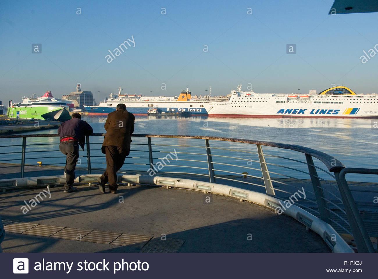 REFUGEES WATCHING THE SHIPS DEPARTING, PIREAUS, GREECE - Stock Image
