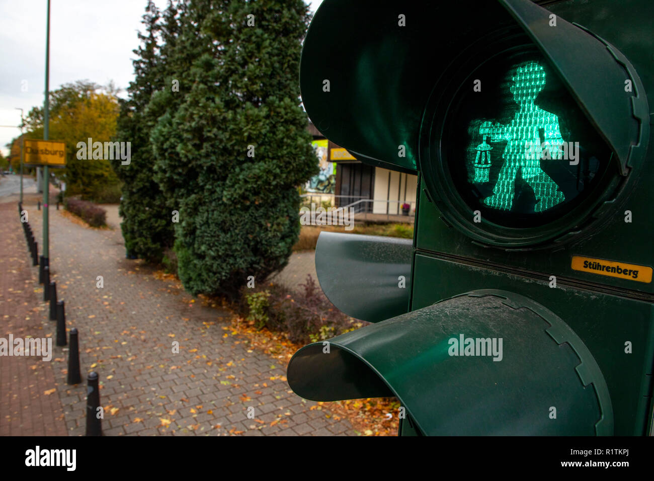 The first miners' traffic lights in the Ruhr area, at MŸlheimer Stra§e, in Duisburg, at the zoo. A red and green miner with miner's lamp shows the ped - Stock Image