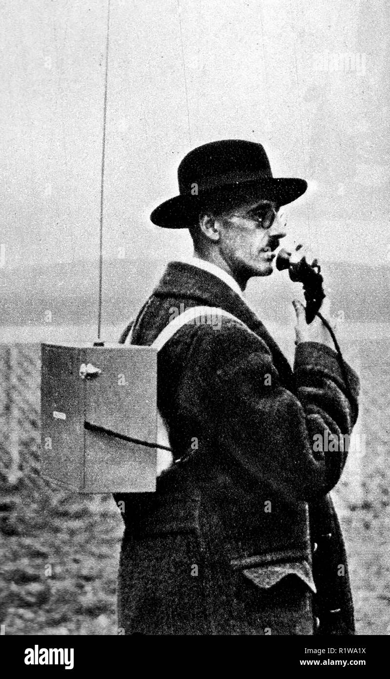 October 1934 Mildenhall England to Australia air race - A radio commentator (believed to be Arthur Newnham of  radio station 2CO Corowa) watching the competitors arrive in Australia - Stock Image