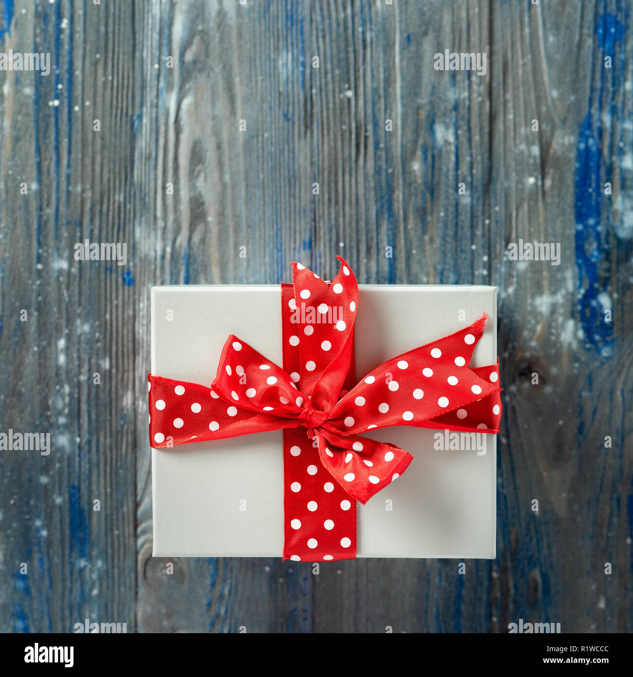 Top view of Christmas gift with big red bow - Stock Image