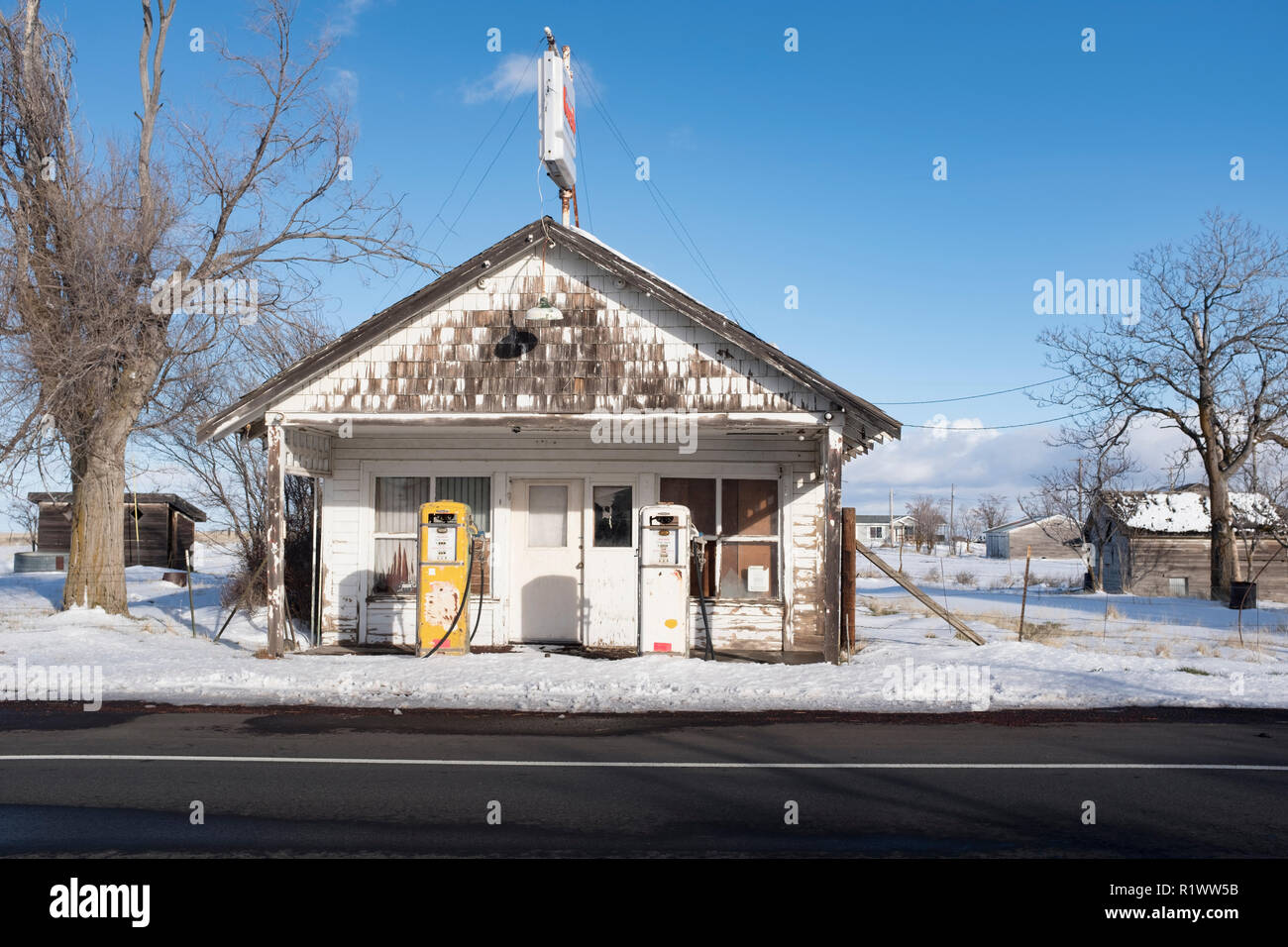 Front View Of Old Abandoned Gas Station Stock Photo Alamy