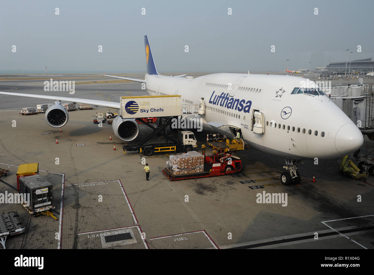 14.10.2014, Hong Kong, China, Asia - A Lufthansa passenger plane is docked at a gate at Hong Kong's International Airport Chek Lap Kok. - Stock Image