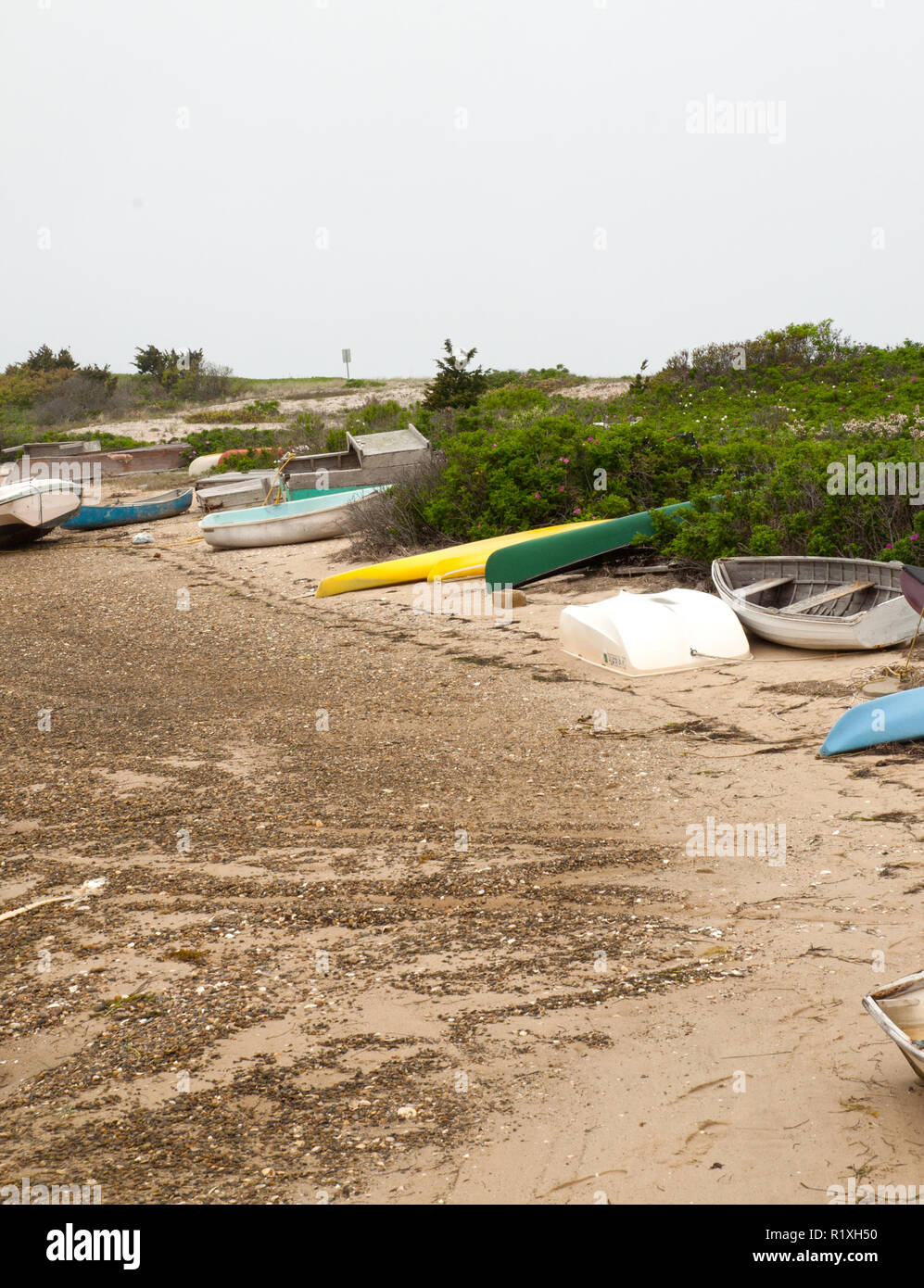 Low tide adds a resemblance of dirt along the coast line. - Stock Image