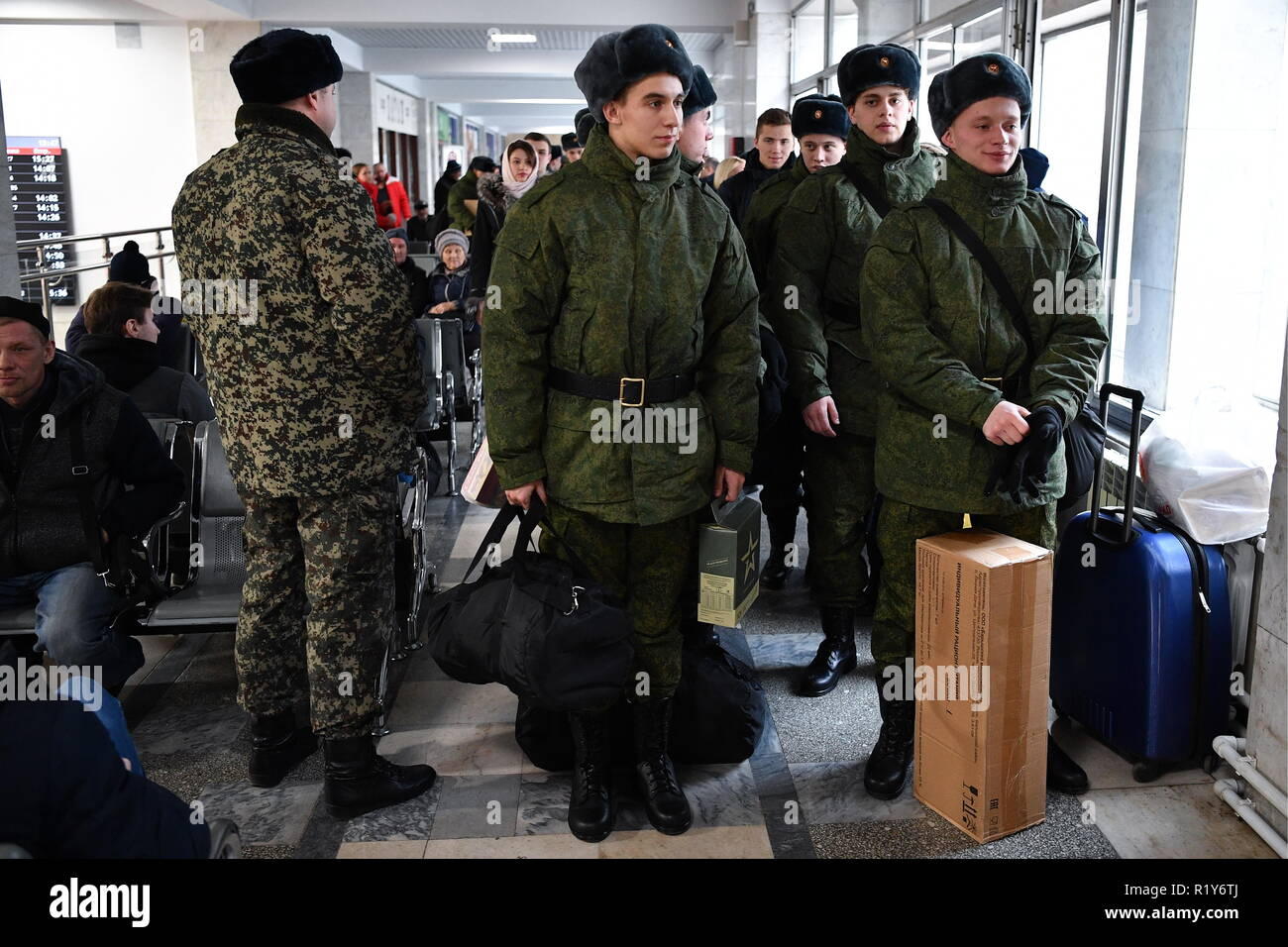 Yekaterinburg, Russia. 15th Nov, 2018. YEKATERINBURG, RUSSIA - NOVEMBER 15, 2018: Russian Army conscripts called up for service in the Kremlin Regiment during a seeing-off ceremony at Yekaterinburg-Passazhirsky Railway Station. Donat Sorokin/TASS Credit: ITAR-TASS News Agency/Alamy Live News - Stock Image
