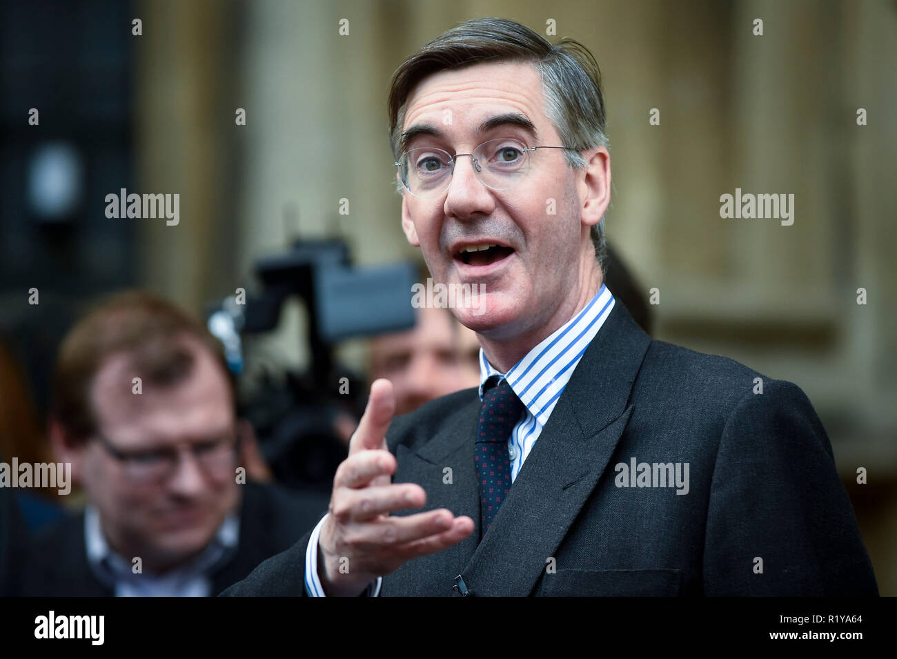 London, UK.  15 November 2018.  Jacob Rees-Mogg MP for Norrth East Somerset, addresses the media outside the House of Commons, the day after Prime Minister Theresa May and her Cabinet reached consensus on the draft Brexit agreement, and on a morning when several ministerial resignations have taken place. A vote of no confidence in the leadership of Theresa May, Prime Minister, has been called by Mr Rees-Mogg. Credit: Stephen Chung / Alamy Live News - Stock Image