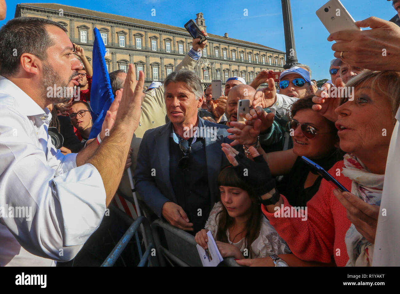 Plebiscito Place,Napoli, Campania, Italy, 15-11-18, Interior Minister Salvini leaves the summit in the prefecture, greets his supporters outside with selfies and handshakes - Stock Image