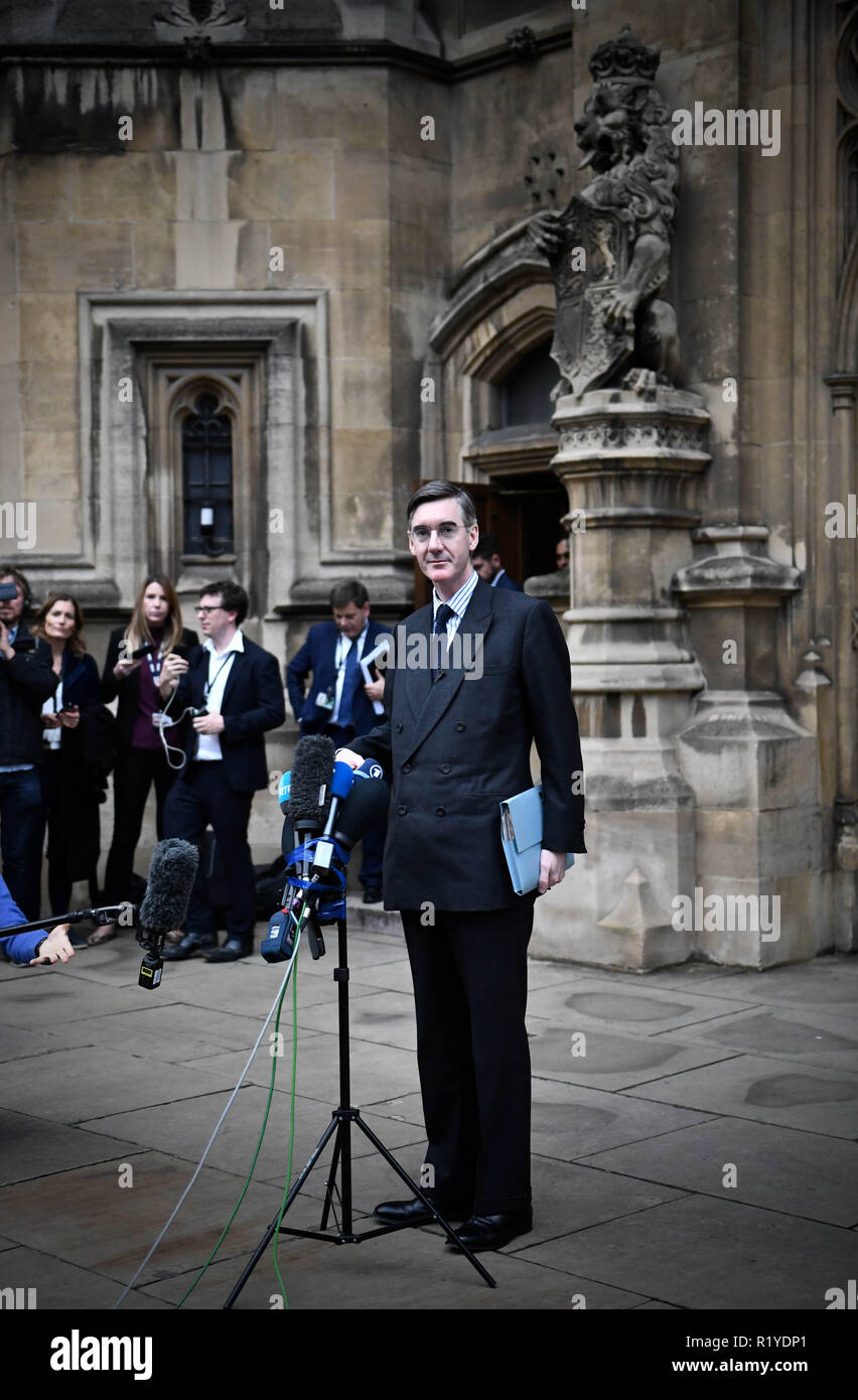 Westminster, London, Houses Of Parliament, United Kingdom - 14th November 2018 - Jacob Rees Mogg calls for Theresa May to go as the ERG act. Also featutng Steve Baker MP and Michael Crick. Credit: Stuart Mitchell/Alamy Live News - Stock Image