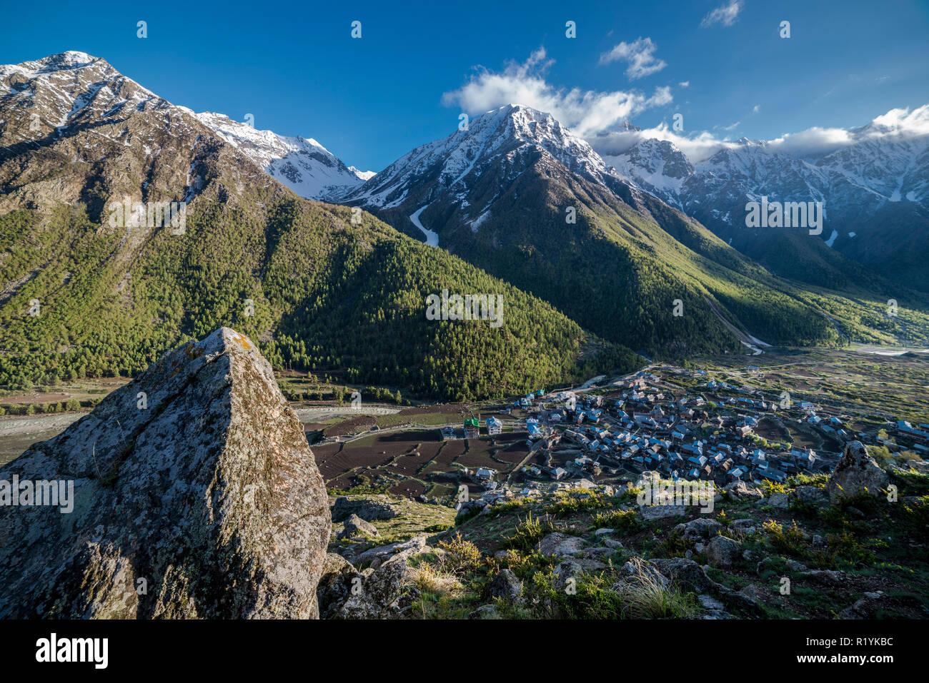 Chitkul is the last village of Sangla Valley, located at 3.400 m and surounded by snow covered mountains Stock Photo