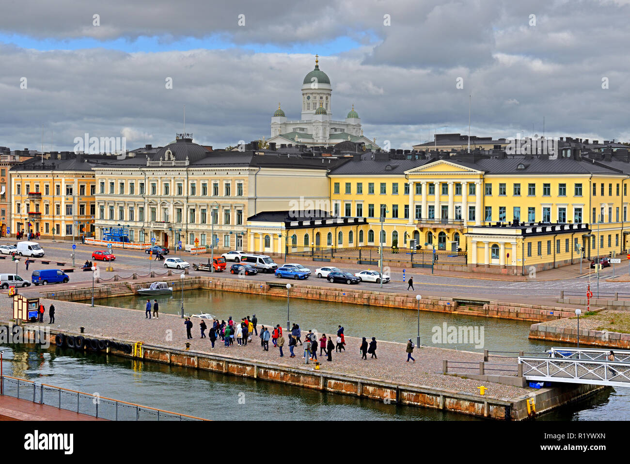 Evangelical Lutheran cathedral of Diocese of Helsinki, Market Square (Kauppatori) and Presidential Palace. Tourists - Stock Image