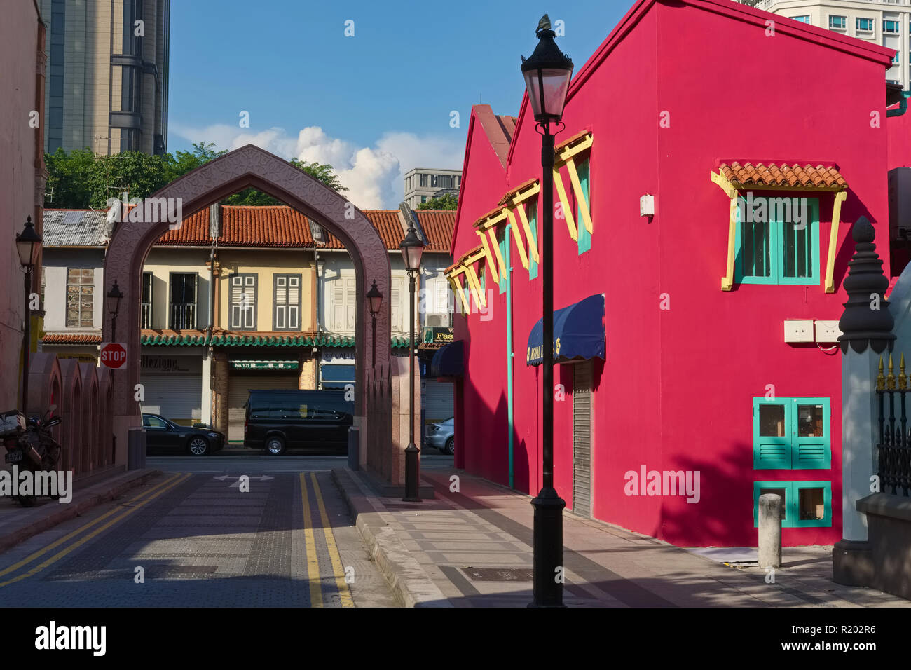 Prettily restored Kampong Glam area in Singapore, traditionally a Muslim area, with Arab Street and Haji Lane behind the arch and Sultan Mosque nearby - Stock Image