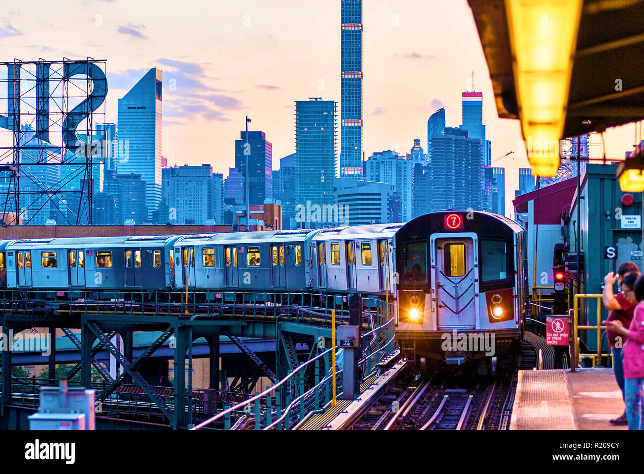 New York Subway Train No. 7 Long Island City, Queens, Queensboro Plaza, New York City - Stock Image