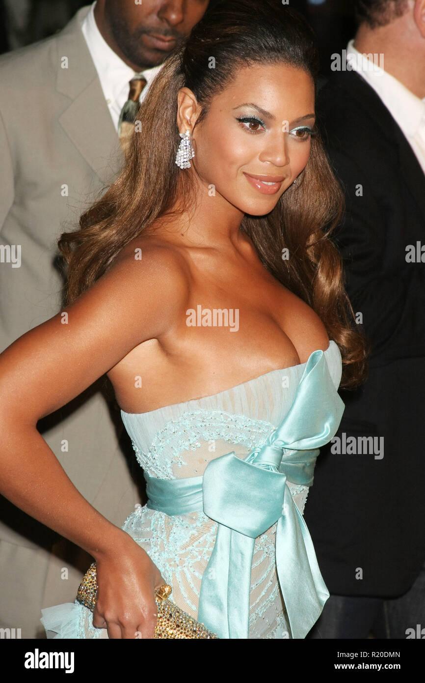 Beyonce   12/11/06 DreamGirls @  Wilshire Theater, Beverly Hills photo by Fuminori Kaneko/HNW / PictureLux  (December 11, 2006) - Stock Image