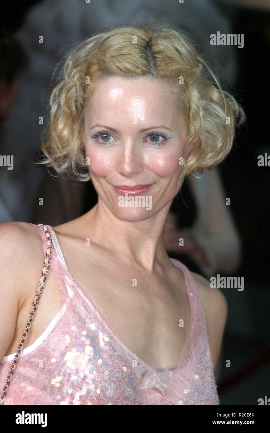 Leslie Mann   06/28/04 ANCHORMAN - THE LEGEND OF RON BURGUNDY @ Grauman's Chinese Theatre, Hollywood Photo by Kazumi Nakamoto/HNW / PictureLux  (June 28, 2004) - Stock Image