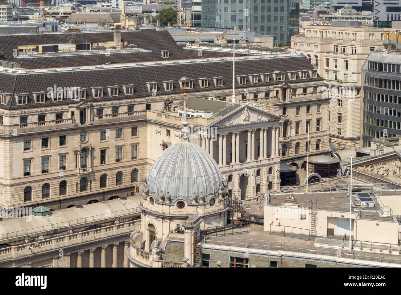 Rooftop view of the front entrance portico of the Bank of England in  Threadneedle Street, City of London, EC2 in the Bank Conservation Area - Stock Image