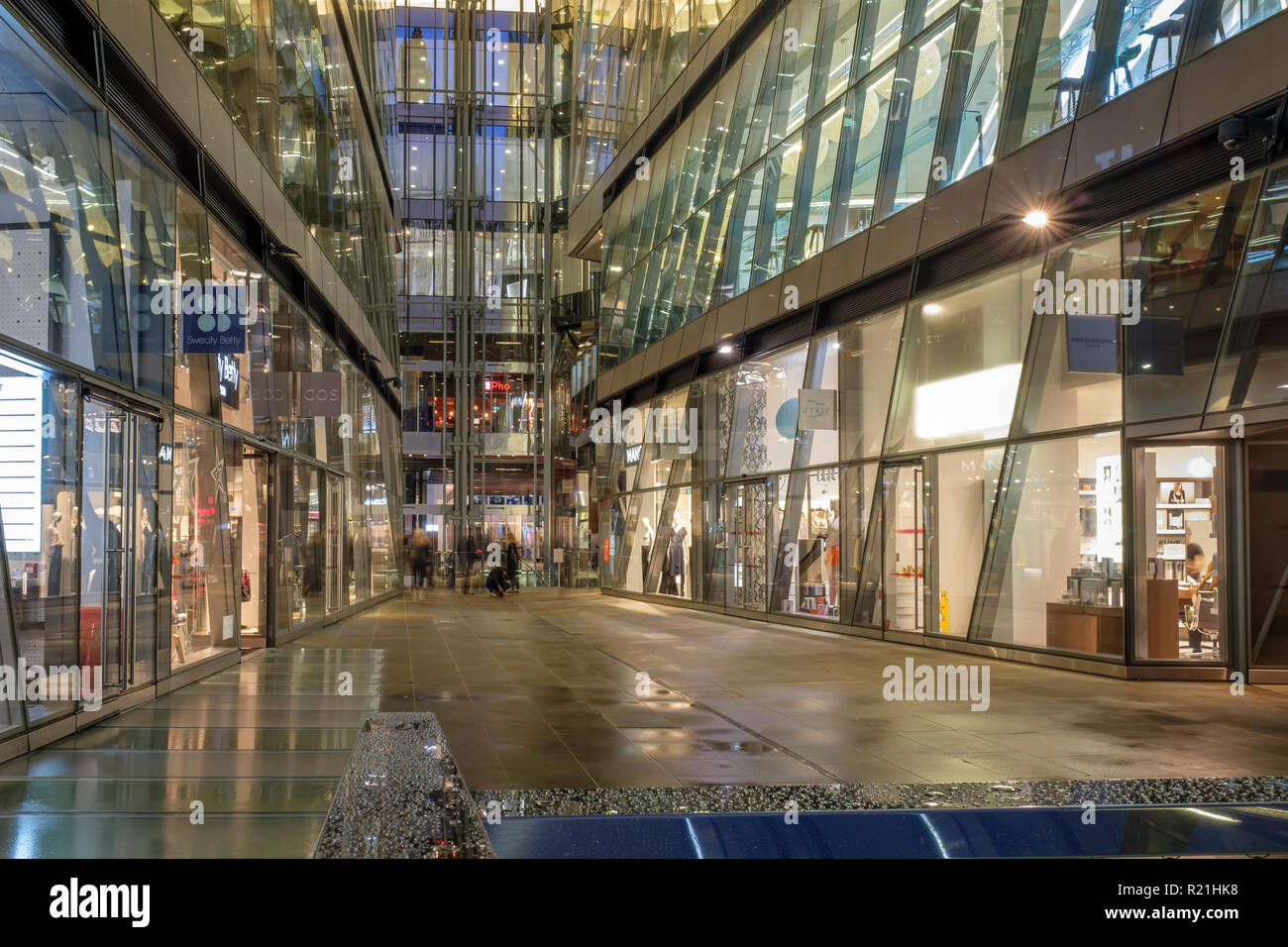 UK,London,EC4 M-high-end retail stores and restaurants at One New Change shopping Complex - Stock Image
