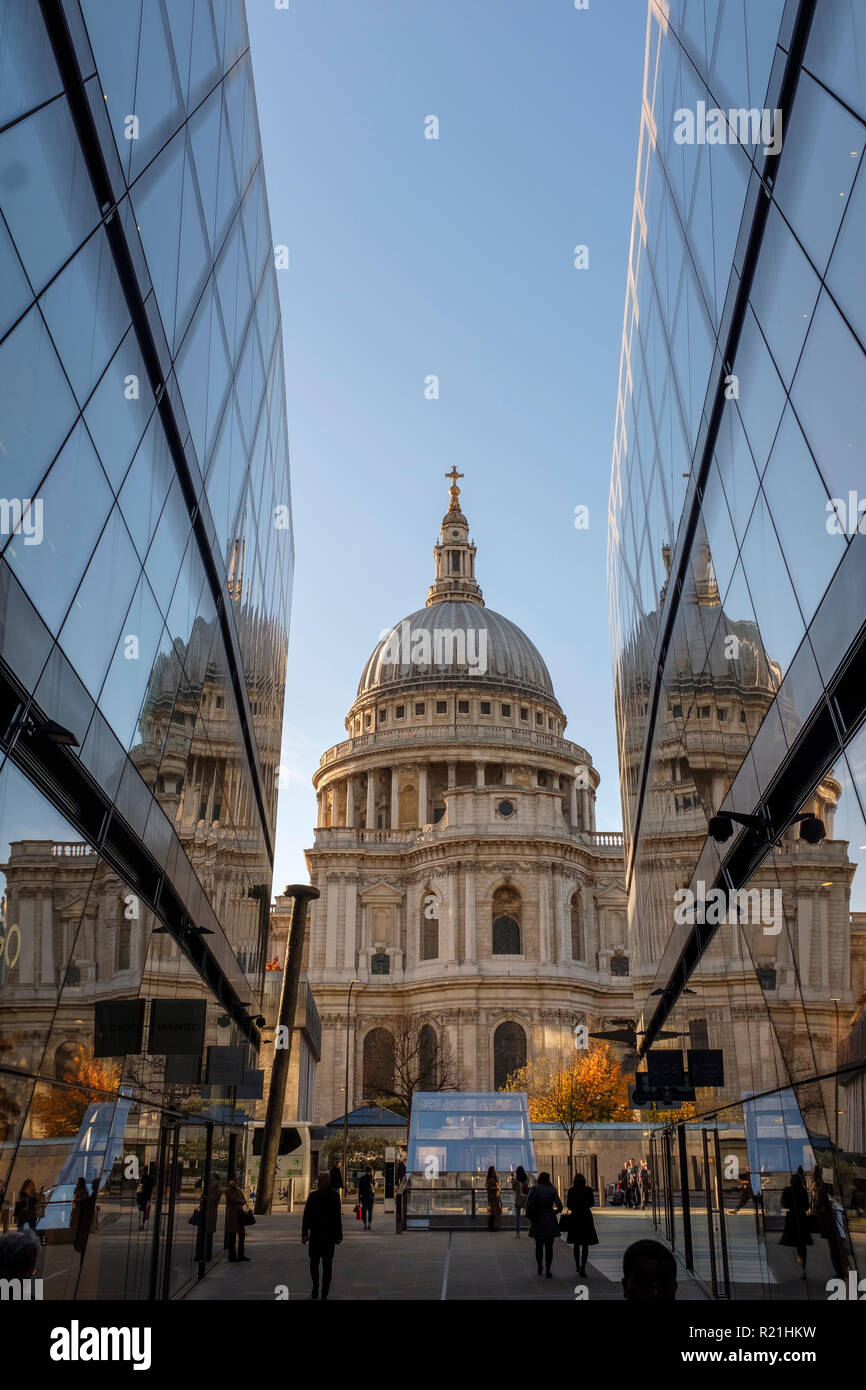 England ,London, Saint Pauls Cathedral fom One New Change  High-end Shopping complex at night - Stock Image