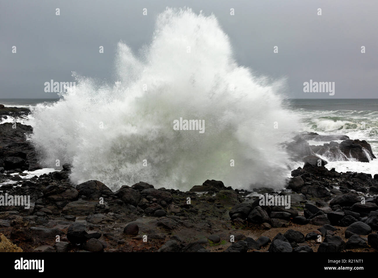 OR02394-00...OREGON - Crashing wave on a stormy day at Smelt Sands State Recreation Stie - Stock Image