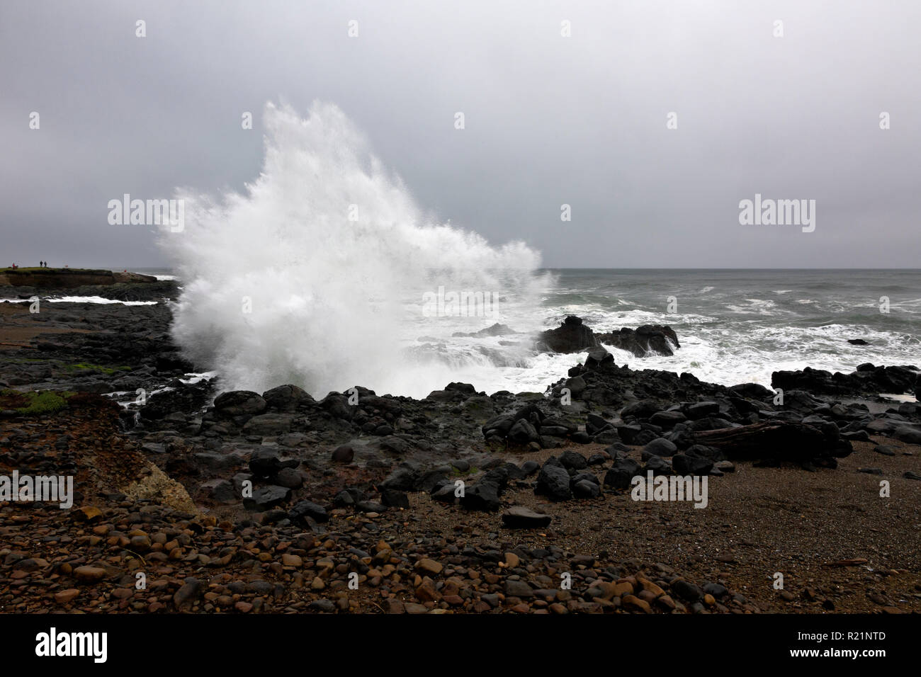 OR02395-00...OREGON - Crashing wave on a stormy day at Smelt Sands State Recreation Stie - Stock Image